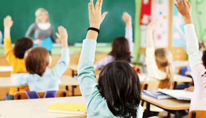 Foto: Elevii ar putea face puşcărie dacă insultă profesorii