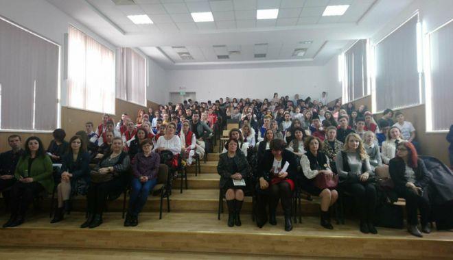 Elevii constănţeni şi basarabeni au sărbătorit împreună Centenarul Unirii - eleviiconstantenisibasarabeni-1522256116.jpg