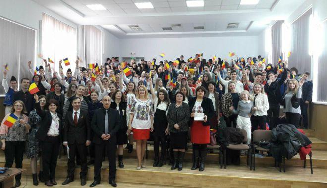 Foto: Elevii constănţeni şi basarabeni au sărbătorit împreună Centenarul Unirii