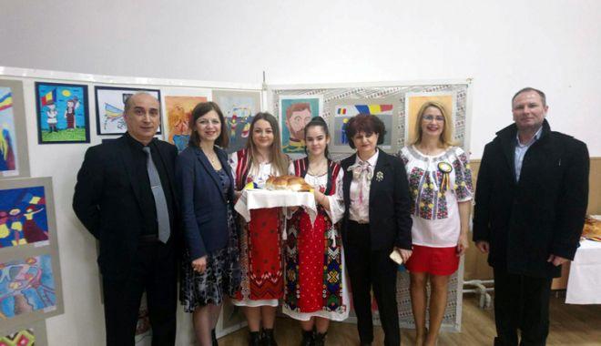 Elevii constănţeni şi basarabeni au sărbătorit împreună Centenarul Unirii - eleviiconstantenisibasarabeni2-1522256148.jpg