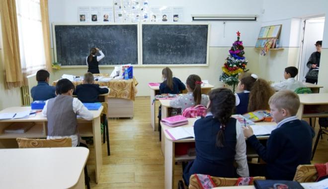 Foto: Cum este sărbătorită Ziua Educaţiei în şcolile din Constanţa
