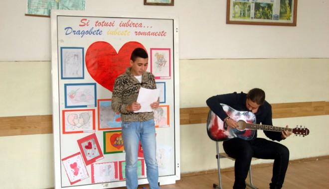 Foto: Elevii de la TELECOM au exersat iubirea pur românească