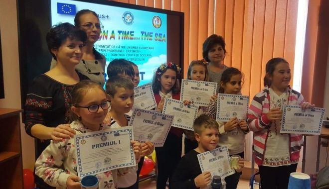 """Foto: Elevii din Medgidia participanți la concursul de creație """"Artcraft"""" au fost premiați"""