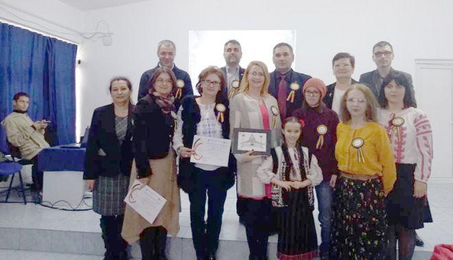 Foto: Elevii din Medgidia au sărbătorit 100 de ani de la Unirea Basarabiei cu România