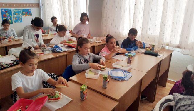 Foto: Elevii din Medgidia învaţă cum  să spună stop risipei alimentare