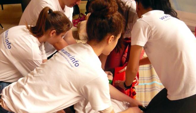 Foto: Elevii din Medgidia au luat cursuri medicale