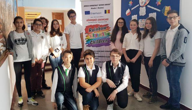 Foto: Elevii din Năvodari învaţă împreună cu elevi din Turcia, Italia, Grecia, Lituania şi Polonia