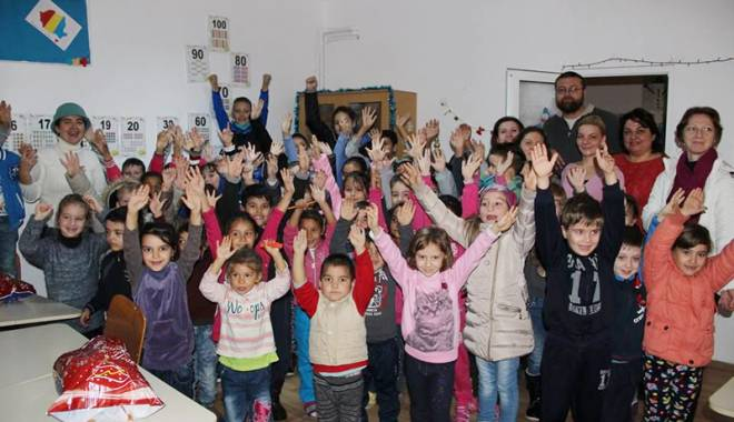 Foto: Elevii din Tuzla contribuie la dotarea Spitalului Judeţean de Urgenţă Constanţa