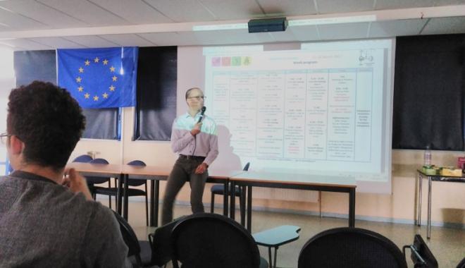 Foto: Elevii francezi  le-au predat colegilor români lecţii  de prim ajutor