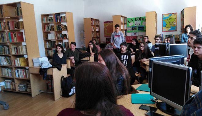 """Foto: Elevii francofoni  ai Liceului """"George Călinescu"""", premiați"""