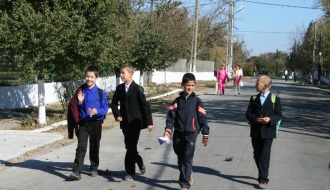 Foto: Din ce în ce mai mulţi şcolari abandonează şcoala. Asociaţia Elevilor a dat în judecată Ministerul Educaţiei