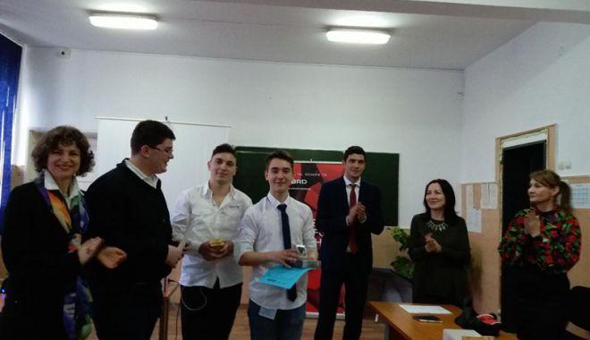 Foto: Elevii constănţeni învaţă să facă afaceri