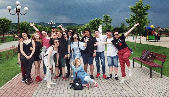 """Foto: Tolba plină de premii pentru elevii Colegiului de Arte """"Regina Maria"""""""