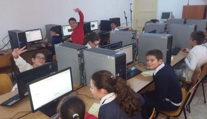 "Foto: Elevii Școlii ""Jean Bart"" din Constanța, creatori digitali"