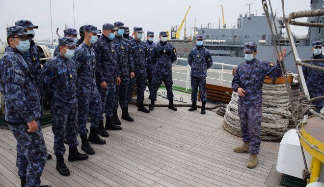 Lecție-vizită în Portul Militar Constanța, pentru elevii Şcolii Militare a Forţelor Navale - eleviiscoliimilitare-1604690908.jpg