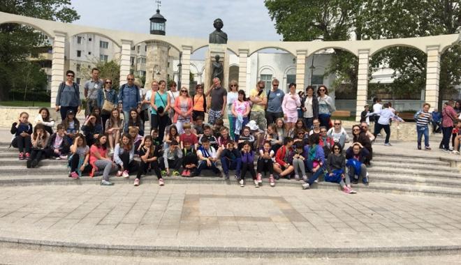 """Foto: Elevii şi profesorii Şcolii nr. 30  au fost oaspeţi  de """"rang european"""""""