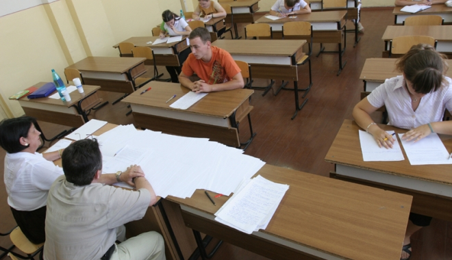 """Foto: Elevii solicită restructurarea examenului de bacalaureat!  """"Să fie eliminaţi itemii subiectivi!"""""""