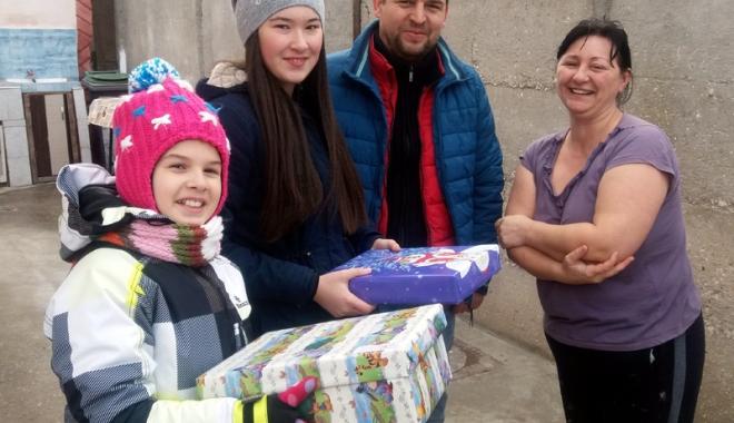Foto: Elevii din Tuzla, la porţile copiilor nevoiaşi