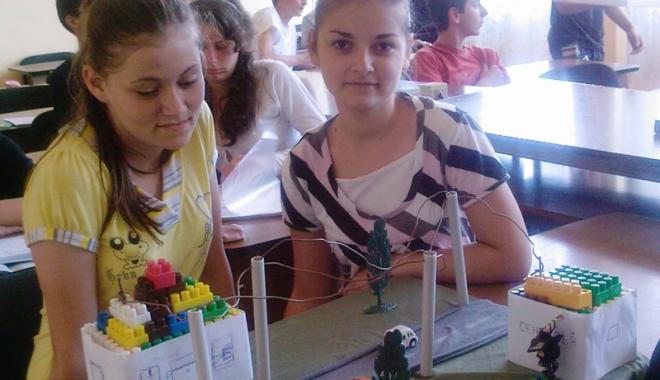 Foto: Elevii vin cu soluţii pentru a economisi energia electrică