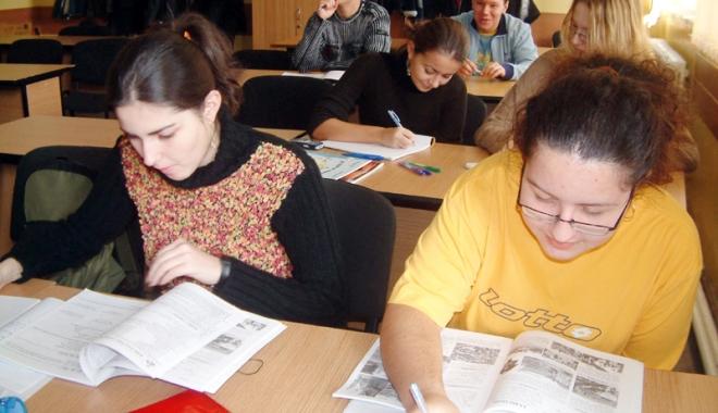Foto: Elevii vor plan  de măsuri,  nu schimbarea programelor la liceu
