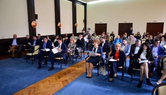 Foto: Primăria Constanţa recompensează elevii şi profesorii premiaţi la concursurile internaţionale