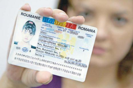 Foto: Actul de identitate al celor care împlinesc 14 ani, subvenţionat de stat