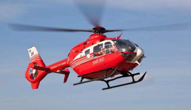 Foto: Elicopterul SMURD, misiune de urgenţă, în Delta Dunării