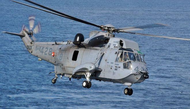 Foto: Elicopter PRĂBUȘIT! 6 oameni la bord. Resturile epavei, găsite în mare