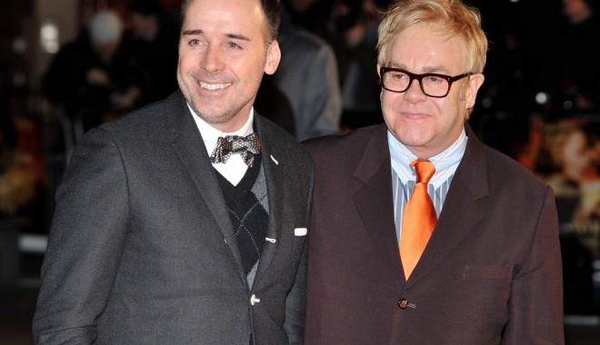 Foto: Elton John se va căsători cu partenerul său de viaţă, David Furnish