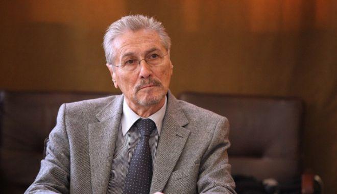 Fostul președinte Emil Constantinescu, operat la Spitalul Militar după ce și-a fracturat clavicula și glezna - emil-1594209691.jpg
