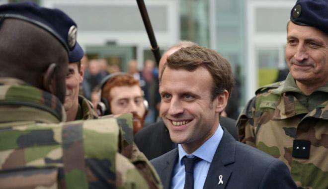"""Foto: Emmanuel Macron propune """"o armată europeană adevărată"""""""