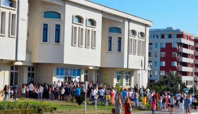 """Foto: Emoţii maxime şi sudoare la admiterea în Universitatea """"Ovidius"""""""