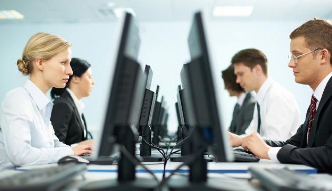 Foto: Din ce în ce mai mulţi salariaţi la Constanţa. Iată care este salariul mediu