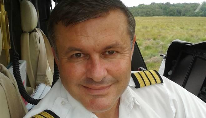 Foto: Constănţeanul care pilotează elicopterul unui preşedinte african. Regii şi reginele Africii au zburat cu el