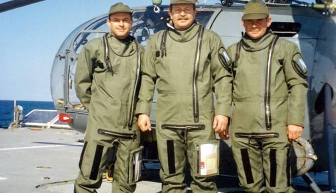 Constănţeanul care pilotează elicopterul unui preşedinte african. Regii şi reginele Africii au zburat cu el - enachepilotafrica3-1457113706.jpg