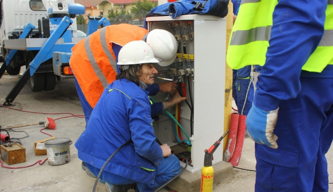 Foto: Atenţie, se lucrează la reţeaua electrică din centrul Constanţei! Nu vă lăsaţi maşinile pe stradă