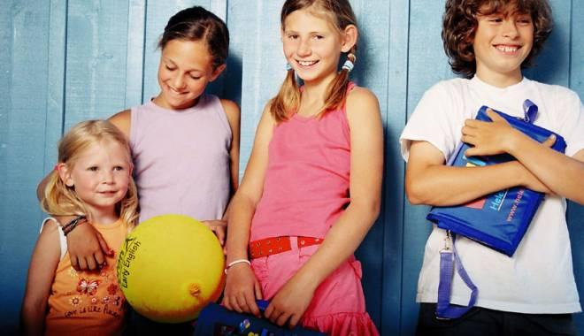 Vara, copiii învaţă limba engleză  într-un program internaţional educaţional - englezacopii-1432744745.jpg