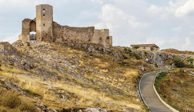 Foto: Aventură off-road, pe dealurile de la poalele Cetăţii Enisala