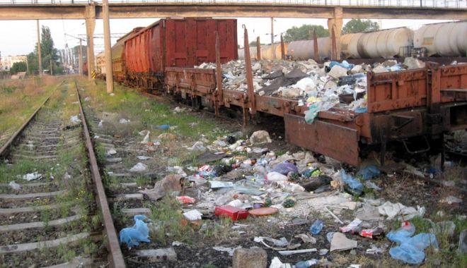 Foto: Epoca dezastrului: de la dispariția flotei naționale la distrugerea transportului feroviar