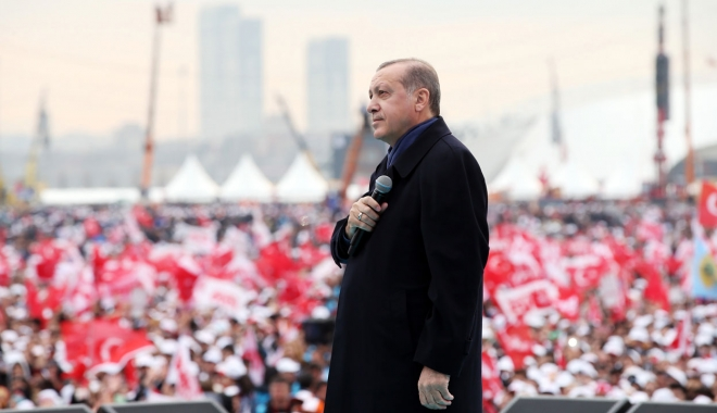 Foto: Erdogan anunță începerea procedurilor pentru introducerea pedepsei cu moartea