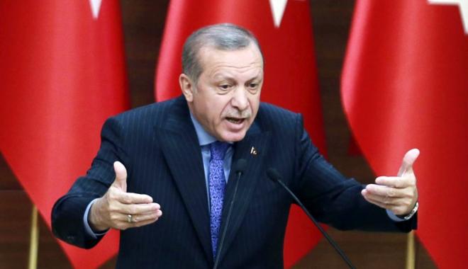 """Foto: Erdogan respinge scuzele NATO după ce a fost prezentat ca """"inamic"""" în cadrul unui exerciţiu"""