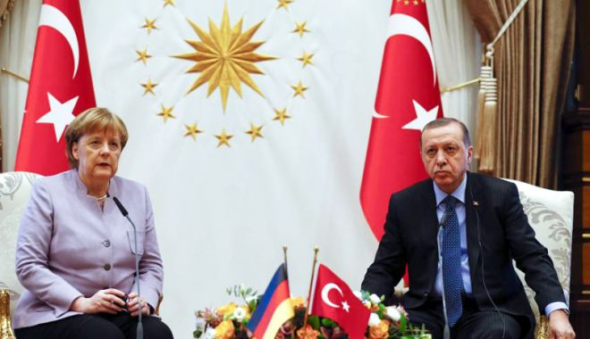 Foto: Erdogan vrea să întoarcă o pagină nouă în relaţiile cu Germania