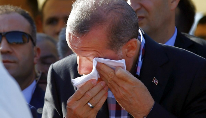 """Foto: Tentativă de asasinare  a preşedintelui turc.  """"Dacă rămâneam acolo  10 sau 15 minute în plus,  aş fi fost ucis"""""""
