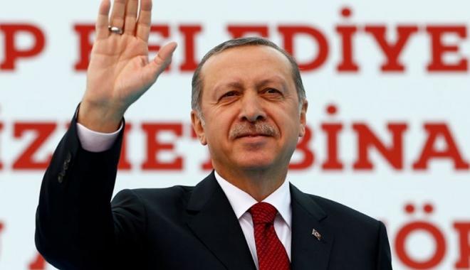 Foto: Erdogan nu se satură de putere. Reales preşedinte de partid, după trei ani de absenţă