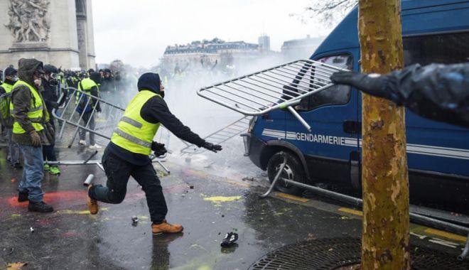 Foto: Erdogan, reacţie critică după violenţele din Franţa
