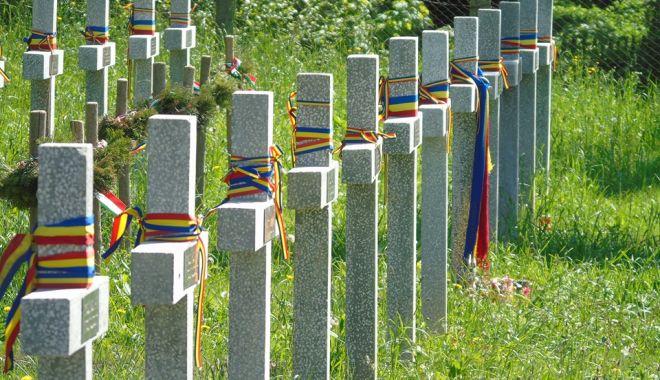 Foto: Cum sunt îngrijite mormintele și monumentele dedicate eroilor