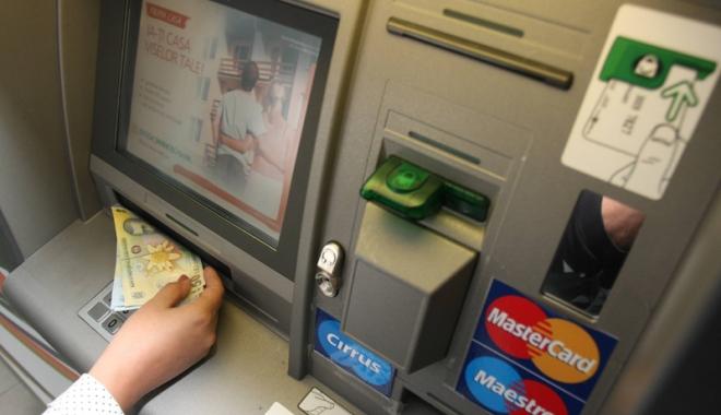 Foto: Escrocii îndeamnă victimele  să depună bani  în conturi din străinătate