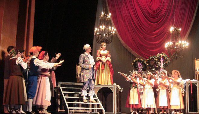 """Foto: Invitaţie la operă. Mare nuntă mare, la """"Danovski""""!"""