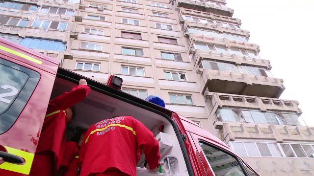 Foto: Un indian, sechestrat de doi români, a murit după a căzut de la etaj încercând să scape