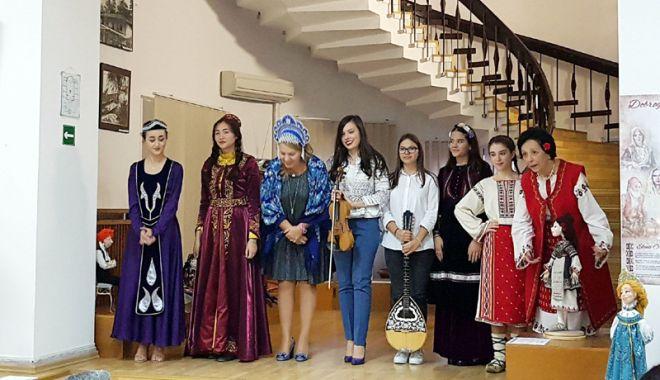 Foto: Mozaic multietnic dobrogean,  la Muzeul de Artă Populară Constanţa